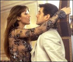 Eh oui, Sophie Marceau a été une James Bond's girl ! Elle y joue Elektra King auprès de Pierce Brosnan dans le rôle de l'agent secret britannique. Le titre du film est ?