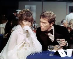 C'est Jane Fonda aux côtés de son mari dans le film, l'acteur George Segal. Quel est ce film dans lequel un couple s'improvise cambrioleur pour régler un problème urgent d'argent ?