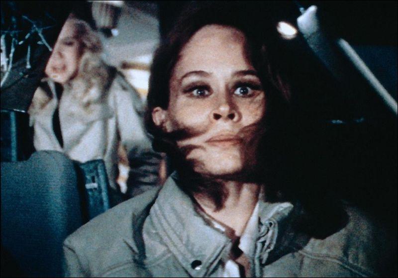A la fameuse époque dite des films catastrophe, voici l'actrice Karen Black en hôtesse de l'air contrainte de piloter un jumbo jet, en raison de la mort du pilote et de l'éjection du co-pilote. C'est ?