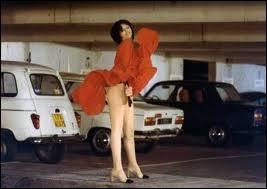 Et voici la scène originale, avec l'actrice Any Duperey, regardée à cet instant par un Jean Rochefort sidéré. Quel est ce film très drôle ?