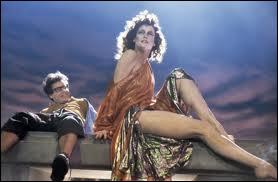 La grande Sigourney Weaver (1, 83 m sans chaussures) dans une autre comédie culte, qui a donné lieu à plusieurs suites. Quel est ce film ?
