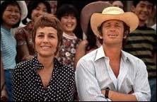 C'est Annie Girardot, avec Jean-Paul Belmondo, dans un film de Claude Lelouch dans lequel apparaît Farrah Fawcett, car il a été tourné en grande partie aux USA. Quel est ce film ?