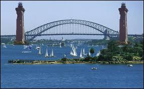 Capitale de la Nouvelle-Galles-du-sud, célèbre pour l'architecture de son opéra.