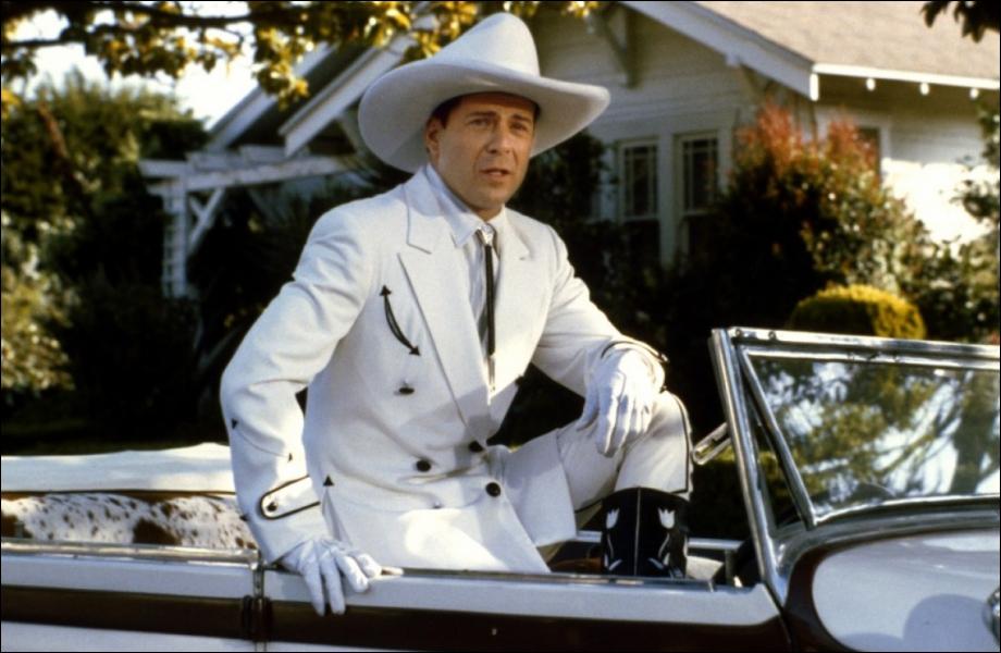 En 1988, il joue dans un film qui se passe en 1920, à l'époque du cinéma muet :