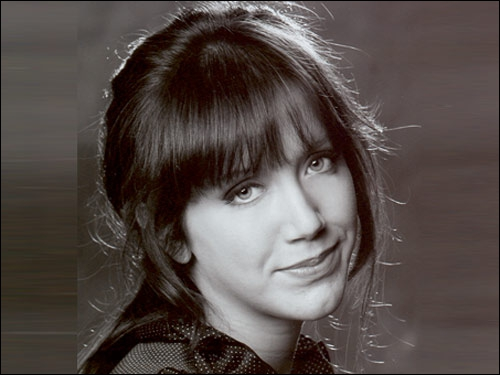 Actrice née en 1985, elle apparait pour la première fois sur grand écran en 1996 dans un film réalisé par son père,  Les caprices d'un fleuve .