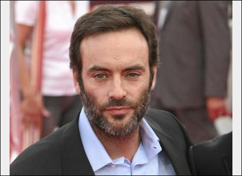 Acteur né en 1964, il semble avoir eu du mal à porter son nom, d'où une jeunesse chaotique. Il fait ses débuts en 1985 dans  Une épine dans le coeur  d'Alberto Lattuada.
