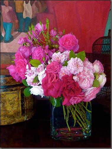 Toute la beauté de ce bouquet vient du mélange de tons de couleurs et du mouvement penché donné aux fleurs qui sont ?