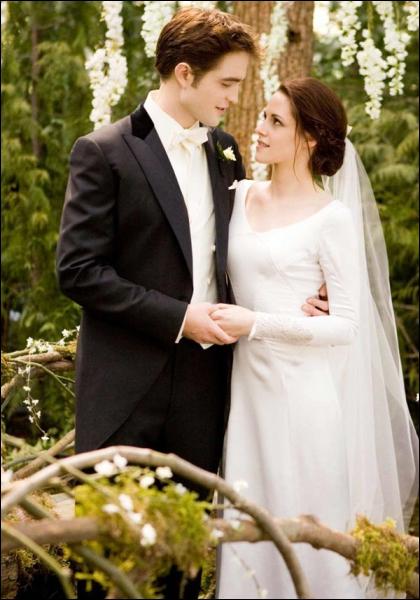 Quelle réplique Bella dit-elle lors de ses vœux de mariage ?