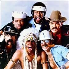Lequel de ces personnages ne fait pas partie des Village People ?