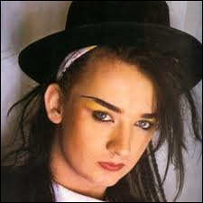 Qui a chanté  Do you Really want to heart me  et  Karma Chameleon  avec son groupe Culture Club ?