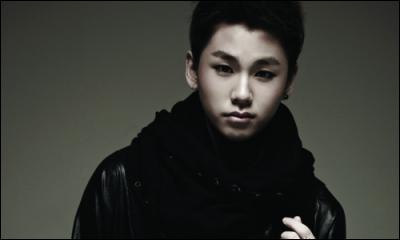 Qui est chanteur et rappeur, né le 04 octobre 1994 ?