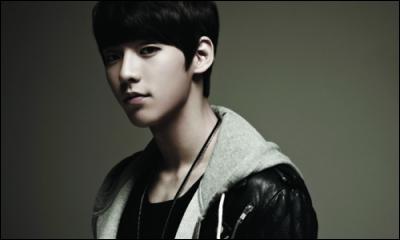 Qui est chanteur et rappeur, né le 29 novembre 1990 ?