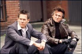 En 2003, quel film avec Sean Penn, Tim Robbins, Kevin Bacon et Laurence Fishburn a-t-il réalisé et produit ?