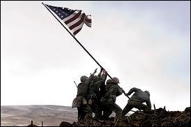Quel film réalisé par Clint Eastwood en 2006 rend un hommage critique à l'héroïsme des soldats de la Seconde Guerre mondiale ?