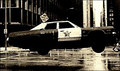 Combien de voitures de police ont été nécessaires (environ) pour le film ?