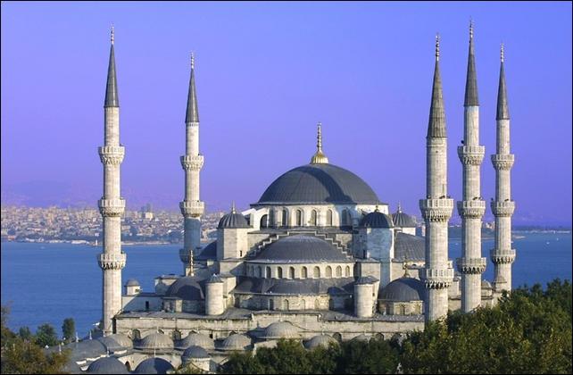 Le culte musulman est bien présent dans ce pays, il est normal que l'on rencontre de nombreuses...