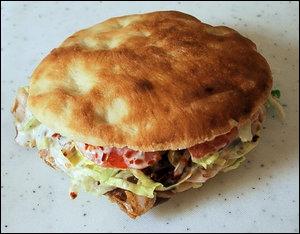Quel est l'autre nom, du sandwich kébab dans ce pays ?