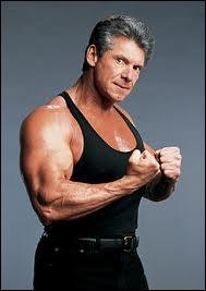 Qui était l'arbitre spécial, du match Undertaker vs Triple H ?