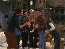 A cause de qui Phoebe lâche-t-elle les billets de loterie du balcon ?