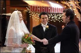 Où Phoebe se marie-t-elle ?