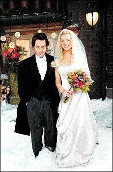 Qui conduit Phoebe à l'autel le jour de son mariage ?