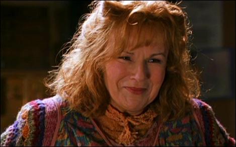 Quand Molly Weasley dit fièrement que toute la famille aura été préfet, que répliquent Fred et George ?