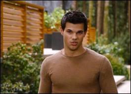 Que dit Jacob à Bella en l'a voyant ?