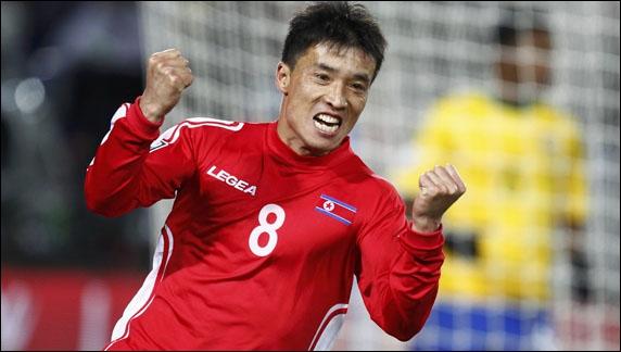Seul buteur de la Corée du Nord au cours de cette Coupe du monde 2010 après une défaite 2-1 contre le Brésil, je suis . .