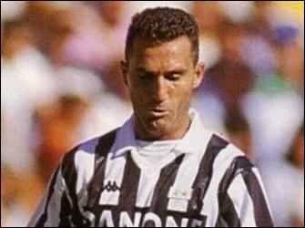 J'ai gagné la C1 en 1996 avec la Juventus de Turin, je suis fait Chevalier de l'Ordre du Mérite de la République italienne en 2000, je suis . .
