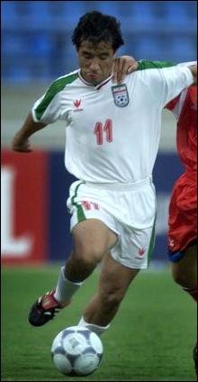 Né à Mashad (Iran), j'ai joué dans deux clubs européens (Cologne, Allemagne & Admira Wacker, Autriche), je suis . .