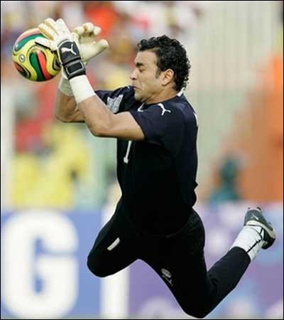 Gardien de but égyptien, j'ai notamment joué à FC Sion (Suisse), je suis . .