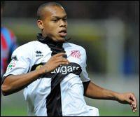 Né en France en 1988, j'ai déjà joué à l'Inter Milan, à la Sampdoria Gênes, à Parme, à Modena, au Chievo Verone, je suis . .