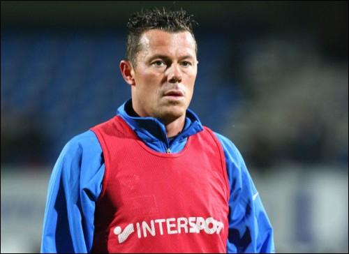 Joueur belge ayant joué quelques années sous le maillot de Lyon, je suis . .