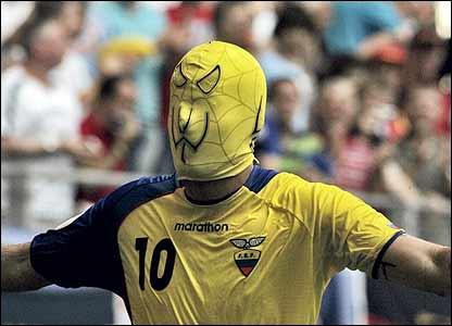Né à Santo Domingo (Equateur), j'ai joué en Europe dans le championnat italien, espagnol et anglais, je suis . .