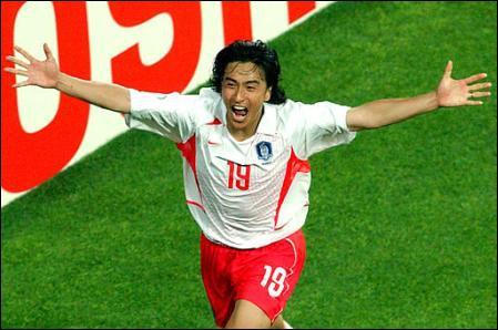 Né à Paju en Corée du Sud, j'ai inscrit le but en or contre l'Italie en 8e de finale de la Coupe du monde 2002, je suis