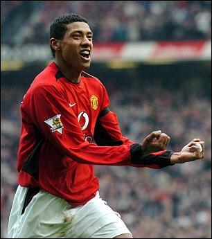 Titulaire en finale de la Coupe du monde 2002 contre l'Allemagne, j'ai notamment joué à Manchester United et au Besiktas, je suis ...