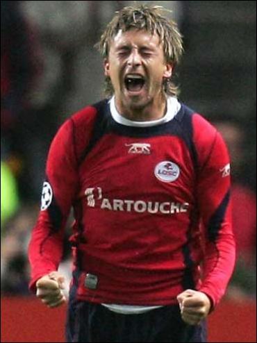Né en 1981 en Suisse, j'ai joué dans deux clubs français : Lille et Metz, je suis . .