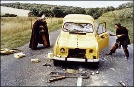 Selon Godefroid de Montmirail et son écuyer Jacquouille la Fripouille, à qui appartient cette voiture postale qu'ils démolissent avec rage ?