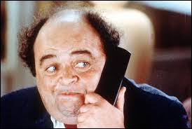 Il règle tous les problèmes par téléphone... Comment s'appelle ce personnage dans  Le dîner de cons  de Francis Veber ?