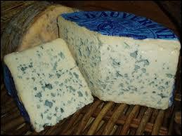 La pâte persillée des fromages bleus est due à un ensemencement...