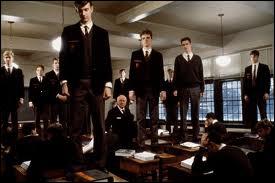 Dans quel film voit-on cette scène dans laquelle des élèves se manifestent en montant sur leurs bancs ?