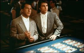 Raymond Babbitt est redoutable au casino, ce qui fait le bonheur de son jeune frère Charlie... Quel est ce film oscarisé à 4 reprises ?