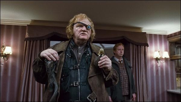 Dans le 7 tome, Alastor Maugrey est mort lors du transfert de Harry. Qui l'a tué ?