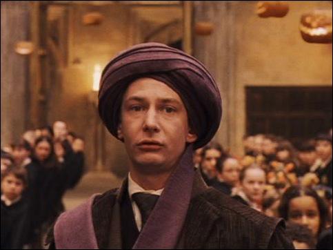 Ce professeur est mort à cause d'une personne cachée derrière son turban, qui est-ce ?