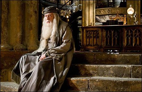 A qui Albus Dumbledore demande-t-il de le tuer pour que Drago Malefoy ne se transforme pas en assassin ?