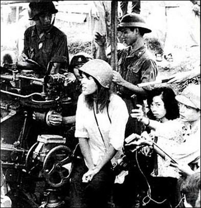 Quelle actrice américaine antimilitariste, effectue en juillet un voyage au Vietnam pour exhorter les G. I américains à cesser les bombardements sur le Nord-Vietnam ?
