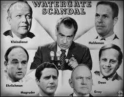C'est en 1974 que le président américain Nixon a dû démissionner suite au  Scandale du Watergate  révélé par un journal. Lequel ?