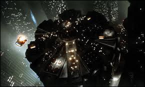 Los Angeles en 2019, la puissante Tyrell Corporation fabrique des êtres grâce à la génétique... Dans quel film de Ridley Scott voit-on ce commissariat futuriste ?