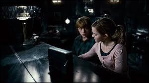 Dans quel film voit-on Hermione apprendre le piano à Ron ?