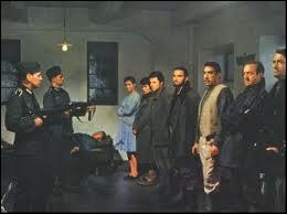 Ce film réunit David Niven, Gregory Peck et Anthony Quinn. Reconnaissez-vous cette scène où le commando est arrêté par les Nazis ?
